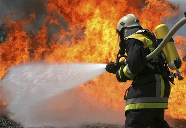 Giải thích hiện tượng vật lý tại sao nước lại tắt được lửa?